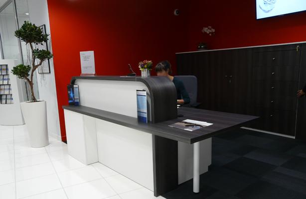 Déploiement de meubles d'accueil pour agences bancaires